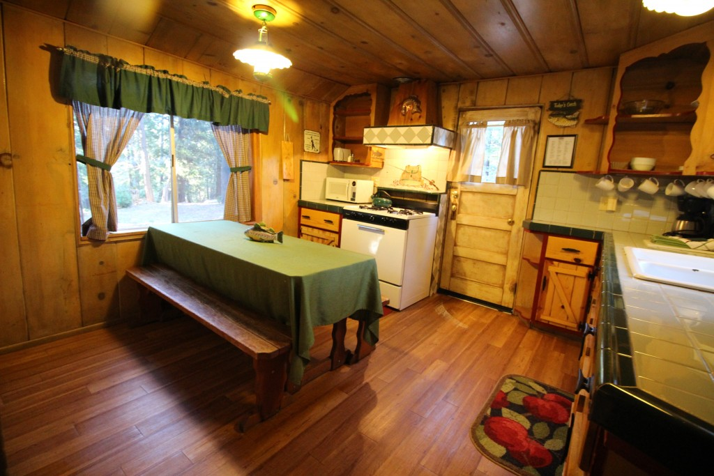 Fishermans Hideaway Lake Arrowhead Pet Friendly Cabin Rental